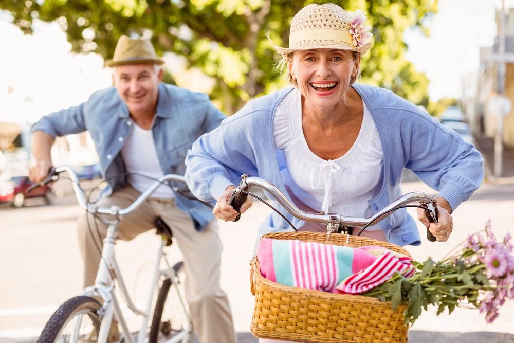 Sjekker opp kvinner som er eldre på nettet